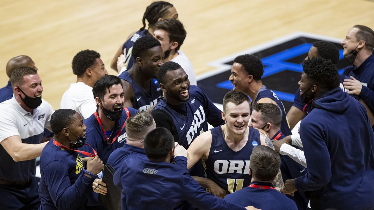 Oral Roberts players and coaches celebrate after beating Ohio State 75-72 in a first round game...