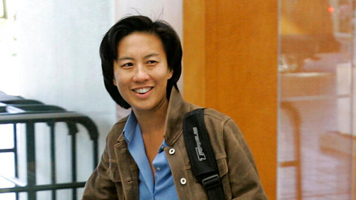 In this Nov. 5, 2007 file photo,  Los Angeles Dodgers assistant general manager Kim Ng walks...