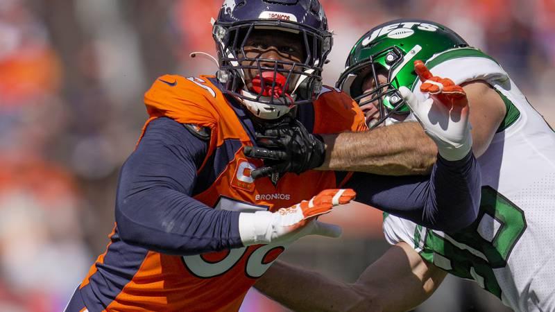 Denver Broncos outside linebacker Von Miller (58) moves past New York Jets defensive tackle...