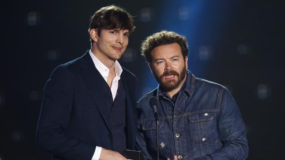 Ashton Kutcher, left, and Danny Masterson present the award for collaborative video of the...