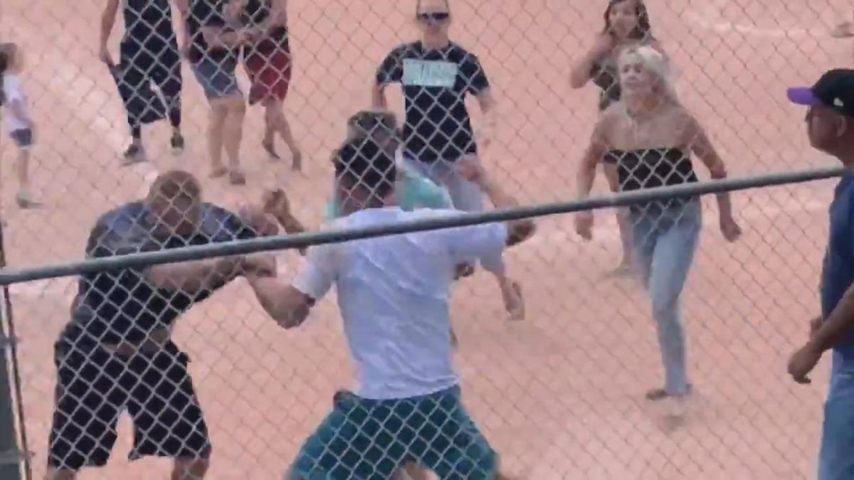 Police need help identifying the man in the white shirt and teal shorts, pictured here. (Photo:...