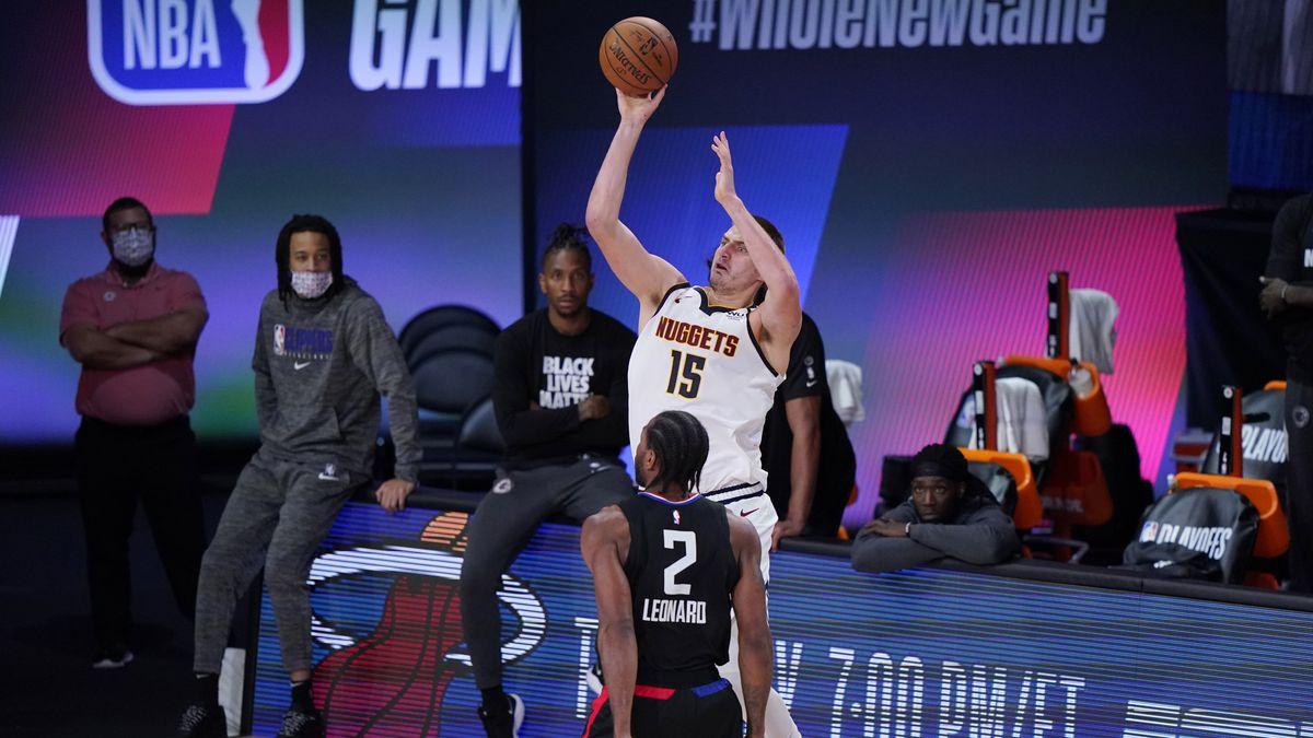 Denver Nuggets center Nikola Jokic (15) shoots over Los Angeles Clippers forward Kawhi Leonard...