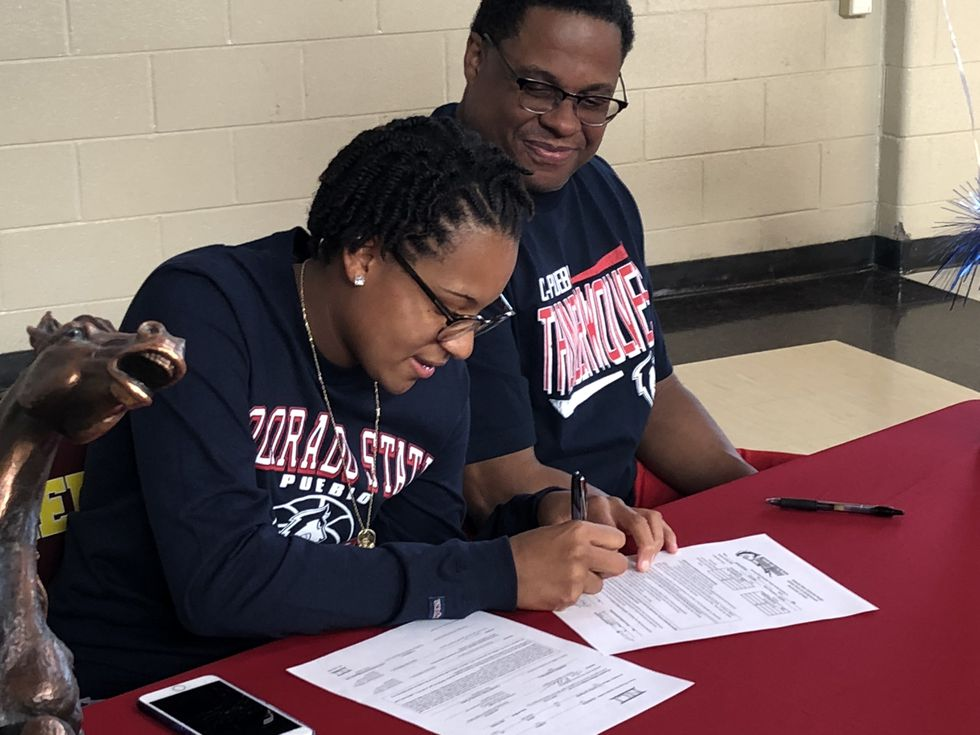 Robinson signs her letter of intent to play women's hoops at CSU-Pueblo