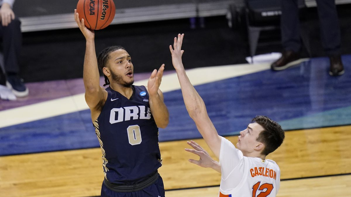 Oral Roberts forward Kevin Obanor (0) shoots over Florida forward Colin Castleton (12) during...