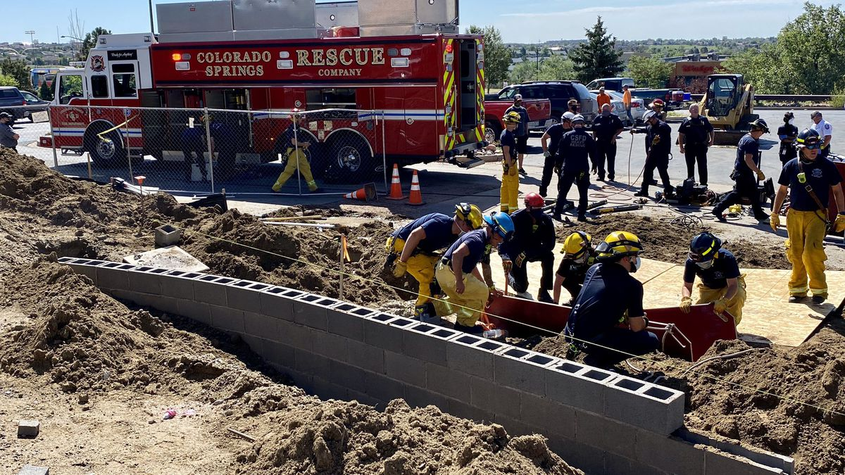 CSFD rescue person in trench