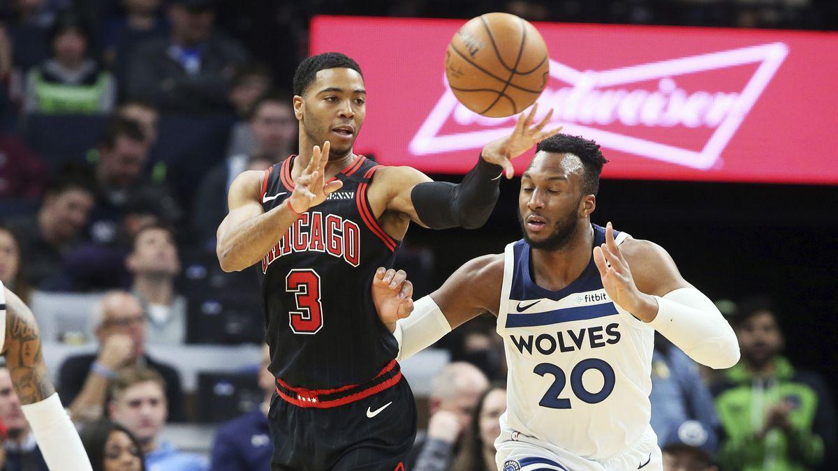 Chicago Bulls' Shaquille Harrison, left, gets off a pass as Minnesota Timberwolves' Josh Okogie...